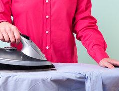 Wie bügelt man ein Hemd richtig?