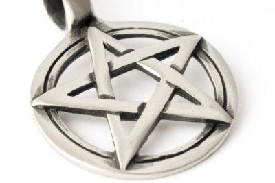 Das Pentagramm gehört dazu.