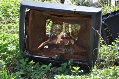Nur Röhrenfernseher können implodieren.