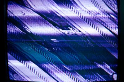 Streifen im Fernsehbild können unterschiedlich aussehen.