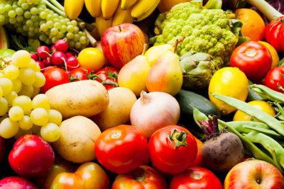 Obst und Gemüse unterstützen die Hautgesundheit.