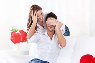 Überraschungen machen beiden Partnern Spaß.