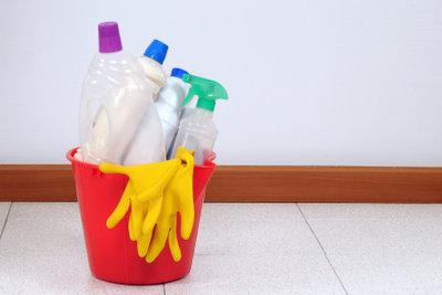 Anwendung von alkalischen Reinigungsmitteln.