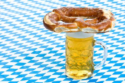 Leckere Kombination: Bier mit Bretzen.