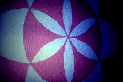 Gestalten Sie Ihre Zimmerwände mit Symbolen.