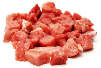 So sieht fachgerecht pariertes Gulaschfleisch aus.
