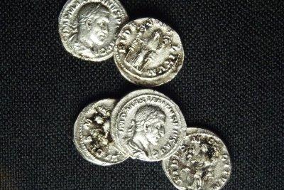Für den Händler benötigen Sie Silbermünzen.