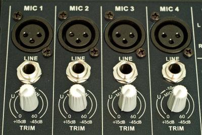 Phantomspeisung mit Mikrofonen verwenden.