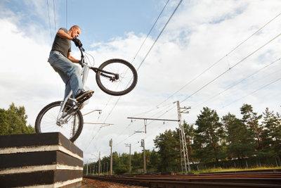 Unterscheiden Sie BMX und Dirt Bike.
