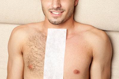 Brusthaare mit Wachs effektiv entfernen.