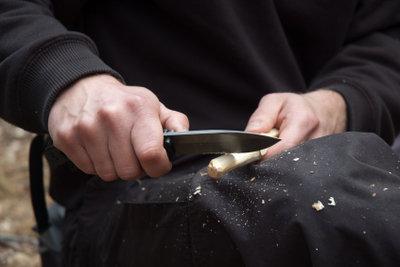 Ein Outdoor-Messer ist ein treuer Begleiter.