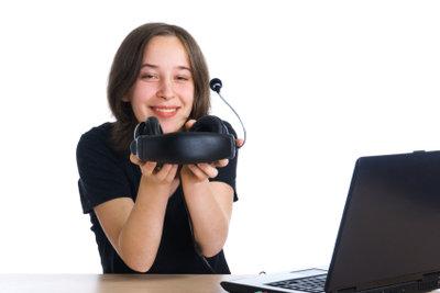 Zu laute Headsets können Hörschäden verursachen.