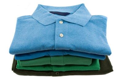 Die richtige Falttechnik macht T-Shirts knitterfrei.