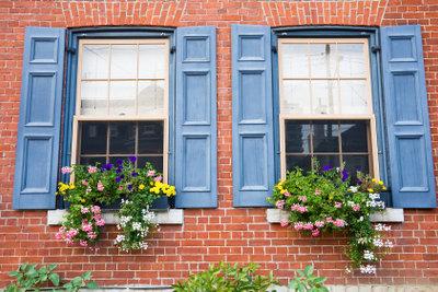 Fensterläden sind eine Alternative zu Doppelfenstern.