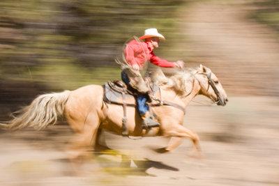 So spielen Sie Cowboy und Indianer.