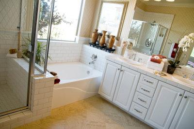 Bauen Sie einen Fernsehschrank fürs Badezimmer.