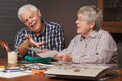 Basteln Sie mit Senioren.