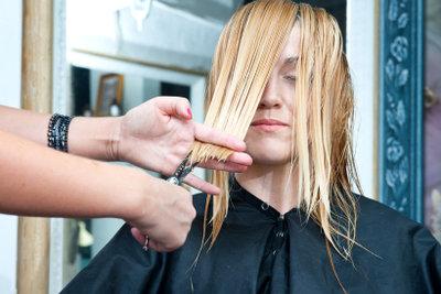 Etwas Mut und Übung spart Friseurbesuche.
