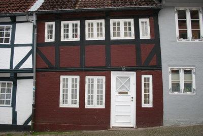 Fenster prägen das Gesicht eines Hauses.
