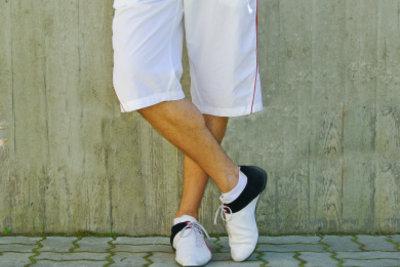 Zu Charlie Harper gehören kurze Hosen.