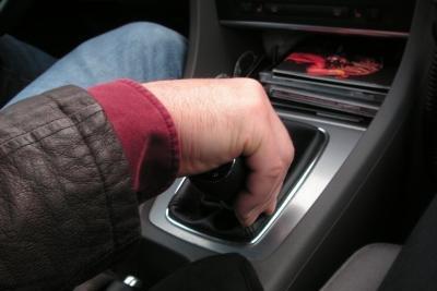 Zwischen Schaltgetriebe und Automatik entscheiden