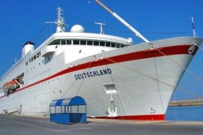 Als Schiffskapitän übernehmen Sie die Leitung.