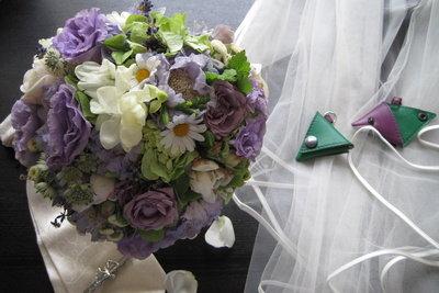 Die Brautstraußfängerin wird selbst bald heiraten.