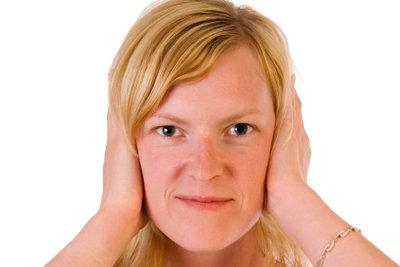 Auch im Ohr können Pickel entstehen.