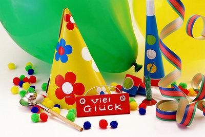 Ein Geburtstagsgag macht allen Gästen Spaß.