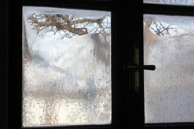 Mit einfachen Hausmitteln blinde Fensterscheiben reinigen