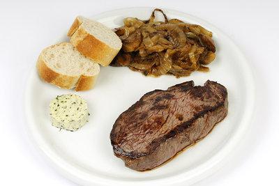 Ein Steak richtig schneiden und zubereiten