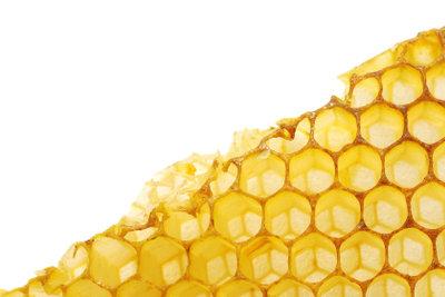 Haarwachs kann aus Bienenwachs bestehen.