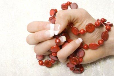 Fingernägel mit Nagelhärter ohne Formaldehyd pflegen
