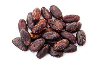 Schokolade wird aus Kakaobohnen hergestellt.