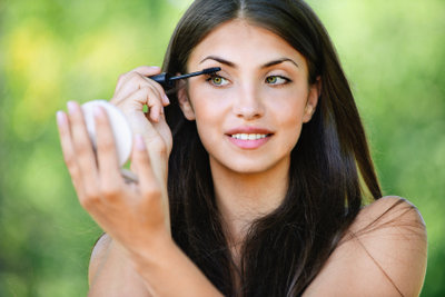 Augenformen kann man vorteilhaft schminken.