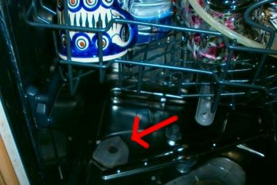 Hier muss das Geschirrspülsalz hinein.
