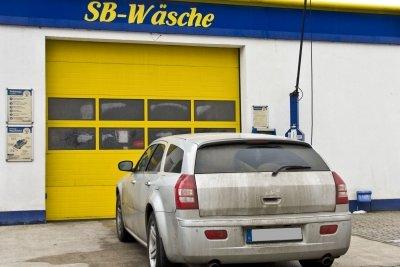 Verharzte Autoscheiben - Waschen allein genügt nicht.