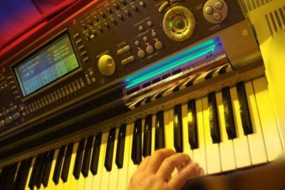 Ein Keyboard ist kein Synthesizer.