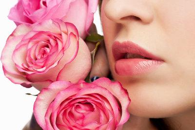Blumen mit Nagellack selbst machen.