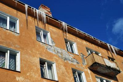 Kündigen Sie Mietminderungen wegen Balkonsanierung an.