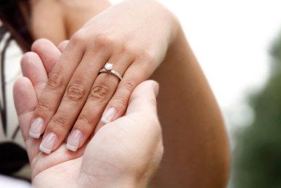 Verlobungsringe kann man gravieren.