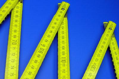 Deckenhöhe und Rahmenabstände genau messen