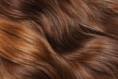 Viele Blondinen träumen von braunem Haar.