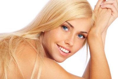 Mehl hilft schnell gegen fettige Haare.