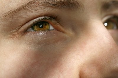 So passen Augenbrauen auch zum Look.
