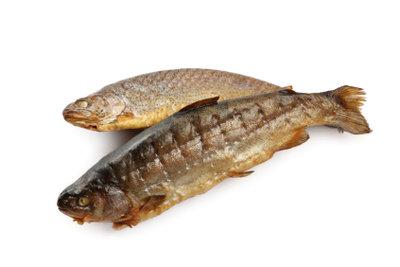 Kontrollieren Sie den Fisch genau.
