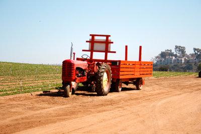 Ein Traktor ist eine Zugmaschine