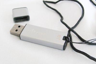 Das Back-up auf einen USB-Stick kopieren.
