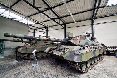 Auch Panzer können Sie steuern.
