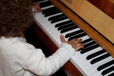 Klavierspielen macht Spaß.